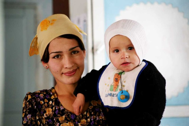 Woman_and_child_from_Tajikistan