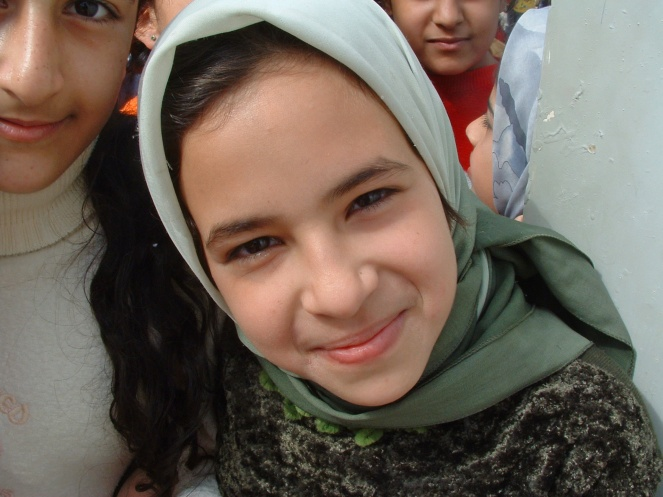 Iraqi_girl_smiles_edit
